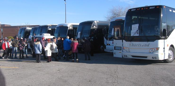 Manifestation contre austerite Autobus du Suroit Photo courtoisie Coton 46