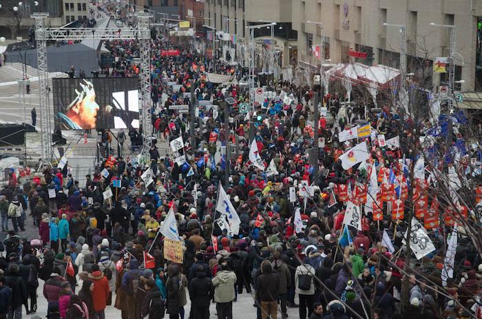 Manifestation contre austerite forte presence du Suroit Photo courtoisie Coton 46
