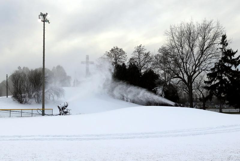 Neige-artificielle-canon-a-neige-parc-Delpha_Sauve-photo-courtoisie-publiee-par-INFOSuroit_com