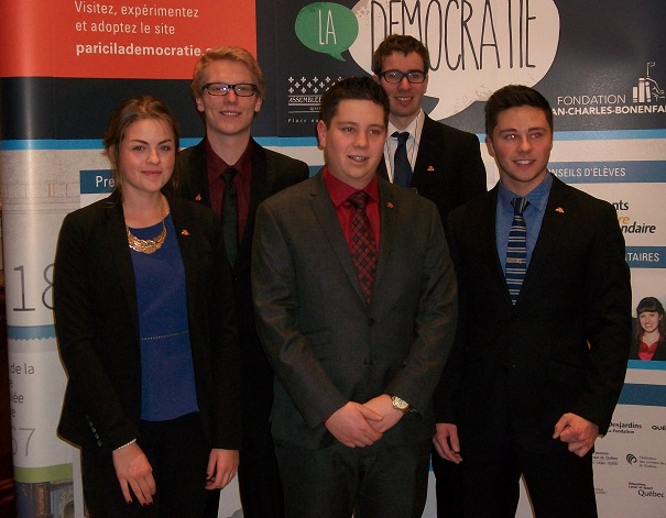 Etudiants-College-Valleyfield-Legislature-Forum-etudiant-Assemblee-Nationale-2015-photo-courtoisie-publiee-par-INFOSuroit_com