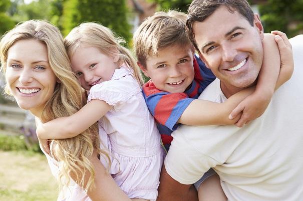 Famille-enfants-parents-photo-courtoisie-publiee-par-INFOSuroit_com.jpg