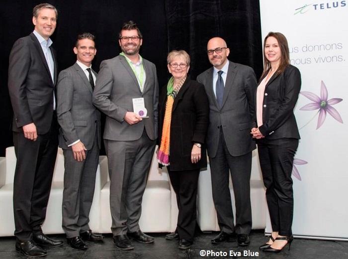 Prix Telus PME impliquee Francois_Gratton president Telus avec comite communautaire et au centre Hugue_Meloche Groupe Meloche Photo Eva_Blue