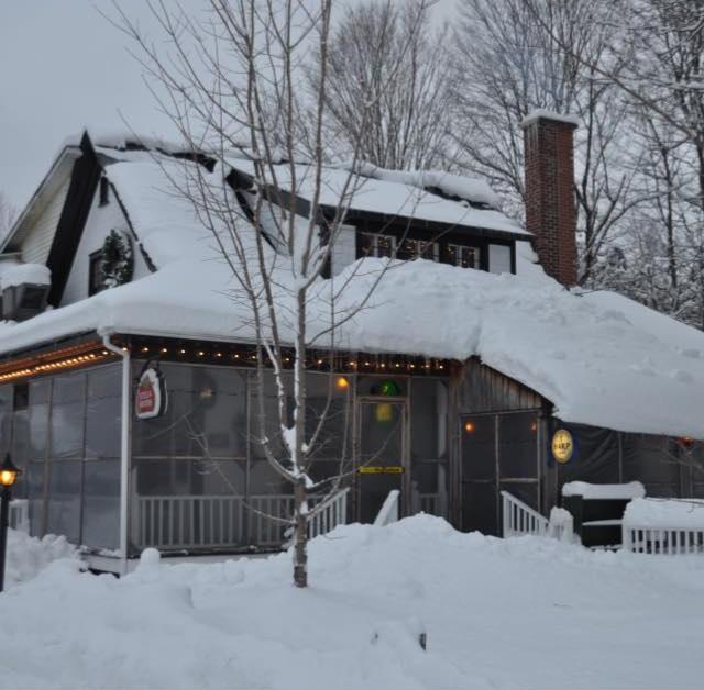 Vieux-pub-Rockburn-MRC-Haut_Saint_Laurent-photo-Facebook-publiee-par-INFOSuroit_com