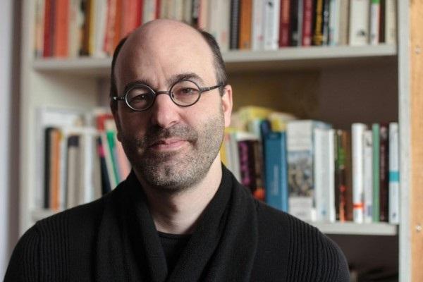 Alain_Deneault-conferencier-austerite-cafe_Agora-photo-courtoisie-publiee-par-INFOSuroit_com