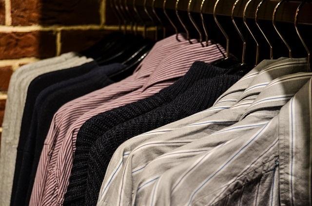 Chemises-vetements-image-Pixabay-publiee-par-INFOSuroit_com