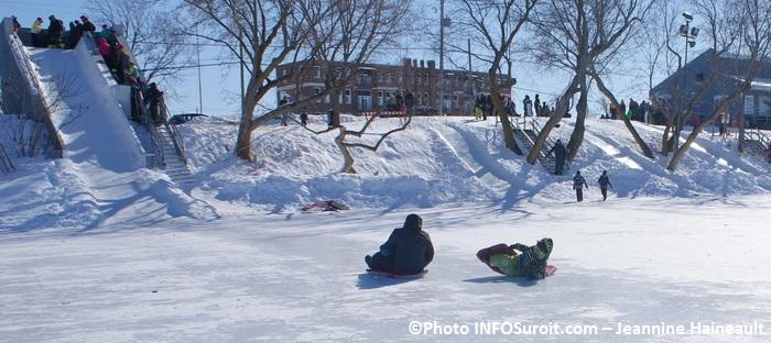 Festi-Glace-Sainte-Martine-glissade-enfants-hiver-neige-Photo-INFOSuroit_com-Jeannine_Haineault