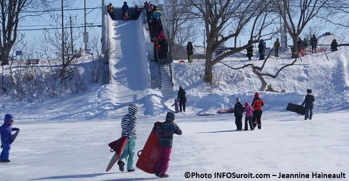 Festi-Glace-Sainte-Martine-glissage-hiver-enfants-Photo-INFOSuroit_com-Jeannine_Haineault