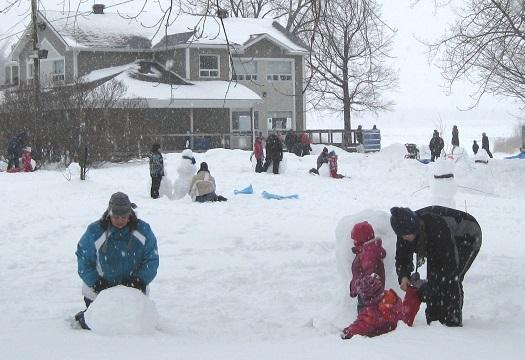 Journee d hiver Amis parc regional des Iles fabrication bonhomme de neige Photo courtoisie