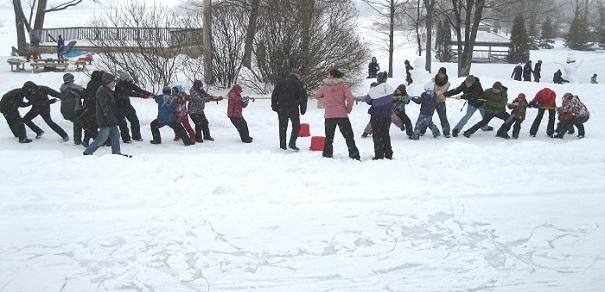 Journee hiver des Amis du parc regional des Iles tir a la corde Photo courtoisie
