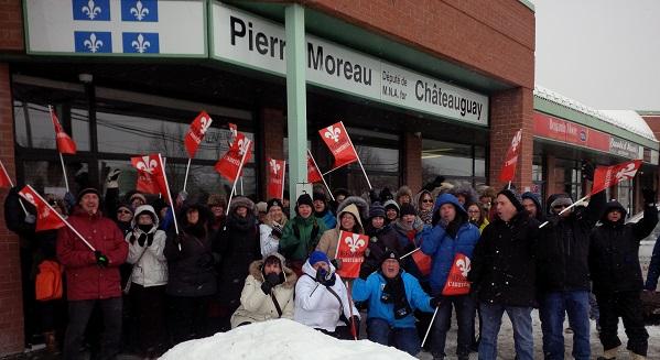 Occupation-du-bureau-ministre-Pierre_Moreau-FSSS_CSN-9-fevrier-photo-courtoisie-publiee-par-INFOSuroit_com