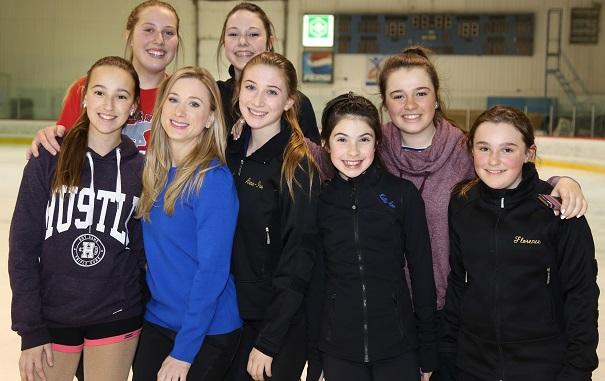 CPA Valleyfield patineuses avec championne Joannie_Rochette Photo courtoisie