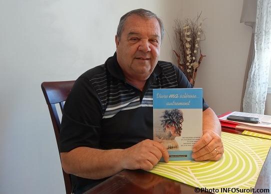 Claude_Brisebois-avec-livre-sur-Sclerose-en-plaques-Photo-INFOSuroit_com