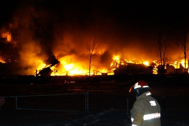 Incendie-entrepot-Kruger-Beauharnois-feu-photo-courtoisie-publiee-par-INFOSuroit_com