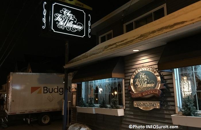 Restaurant Chez les deVillemure avec camion film Secret_d_hiver Photo INFOSuroit_com