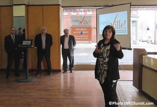 Sylvie_Lacombe enseignante du College pour campagne Je VOIS ma ville Photo INFOSuroit