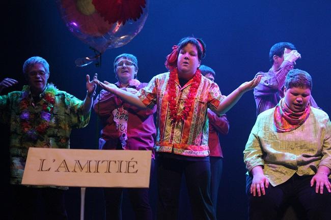 Troupe-de-theatre-les-Pas-pour-rire-photo-courtoisie-publiee-par-INFOSuroit_com