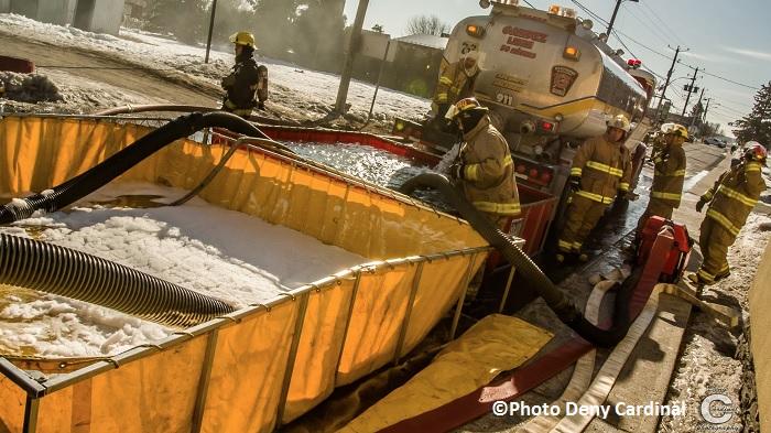 incendie a St-Stanislas-de-Kostka 24 mars 2015 bassins d eau et pompiers St-Etienne Photo Deny_Cardinal