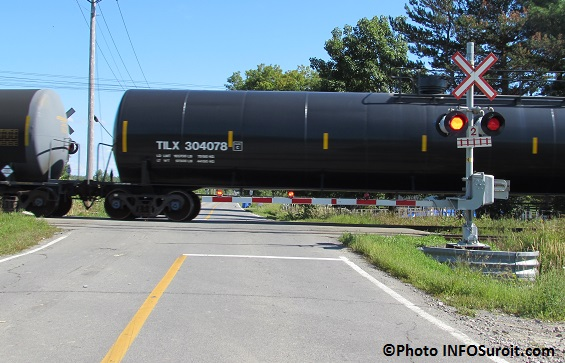 passage-a-niveau-train-hydrocarbures-chemin-de-fer-dans-Soulanges-Photo-INFOSuroit