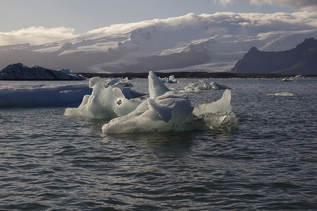Fonte-des-glaciers-changements-climatiques-Rendez-vous-citoyen-Chateauguay-photo-Pixabay-publiee-par-INFOSuroit_com