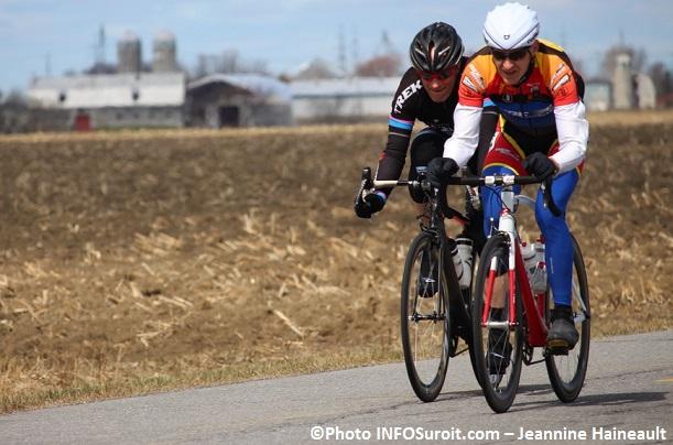 GP cycliste Ste-Martine 2015 Maitre2 deux des meneurs Photo INFOSuroit_com-Jeannine_Haineault