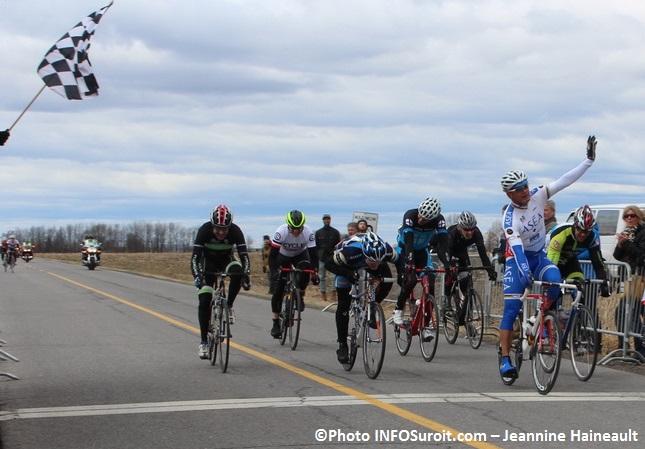 GP cycliste Ste-Martine 2015 Maitre4 fin de la course Photo INFOSuroit-Jeannine_Haineault