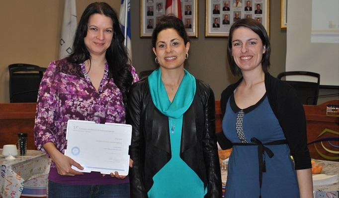 Patricia_Legare gagnante concours entrepreneuriat Josianne_Belanger du CJE et Pascale_Levasseur du CLD