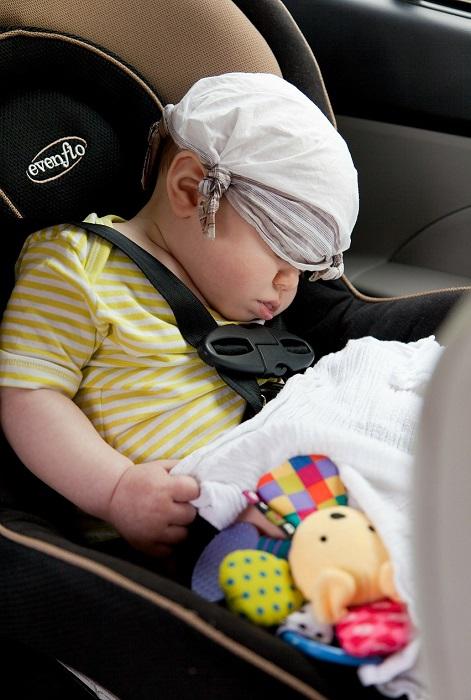 bebe endormi dans siege d auto pour enfant Photo Pixabay