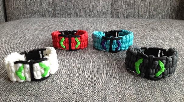Bracelet-paracorde-logo-Catman-marathon-de-Thomas-photo-Facebook-publiee-par-INFOSuroit_com