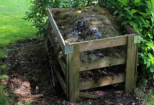 Compost compostage derriere maison Photo Pixabay publiee par INFOSuroit