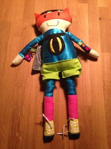 Marionnette-super-heros-Catman-Marathon-de-Thomas-photo-Facebook-publiee-par-INFOSuroit_com