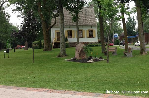 Parc Valois Vaudreuil-Dorion maison et jeux en arriere-plan Photo INFOSuroit_com