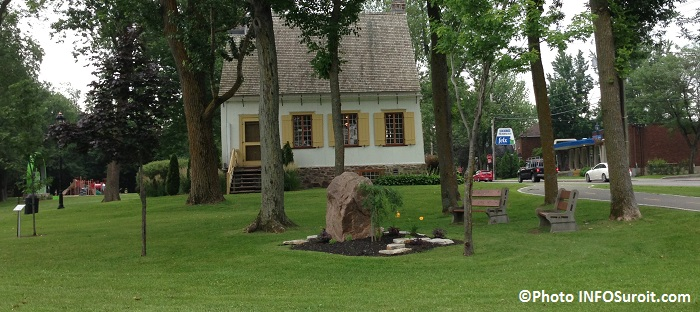 Parc Valois a Vaudreuil-Dorion maison et jeux en arriere-plan Photo INFOSuroit_com