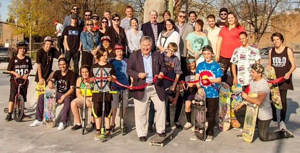 Skate Plaza Valleyfield inauguration jeunes elus dont maire Photo courtoisie