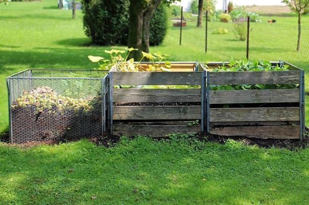bacs pour compostage derriere la maison Photo Pixabay publiee par INFOSuroit