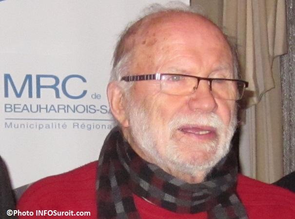 Artiste-peintre Reynald_Piche lors de la remise du Prix Reynald-Piche 2012 par la MRC Photo INFOSuroit_com