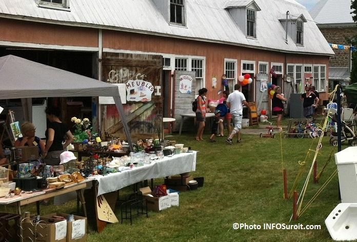 Bazar-en-fete-a-Saint-Louis-de-Gonzague-grange-meubles-vaisselle-bric-a-brac-Photo-INFOSuroit