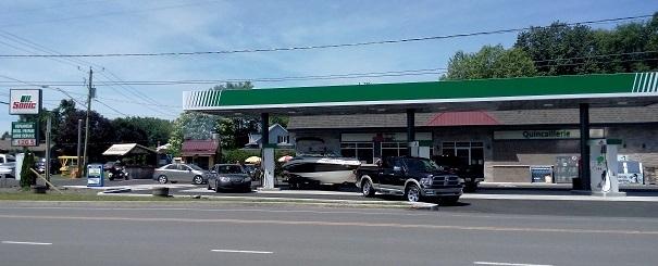 Coop_des_Frontieres a St-Louis-de-Gonzague Depanneur station essence et quincaillerie Photo courtoisie