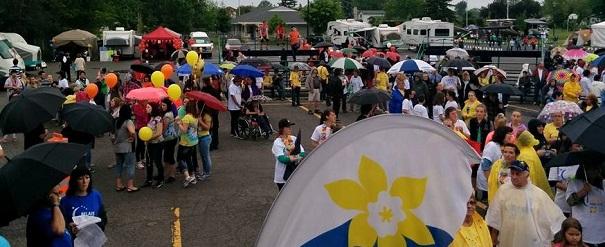 Relaispourlavie_Beauharnois 2015 cancer marcheurs sous la pluie Photo courtoisie SCC