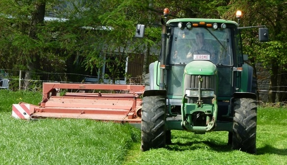 Tracteur-herbe-brousaille-Photo-courtoisie-Ville-de-Valleyfield