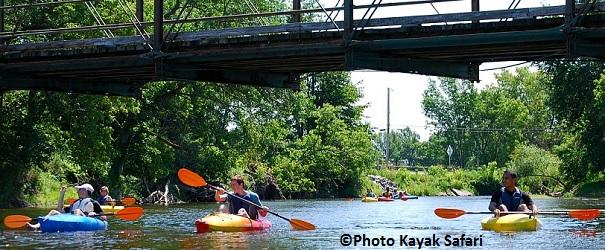 famille kayak riviere Chateauguay Photo KayakSafari pour reportage TourismeSuroit