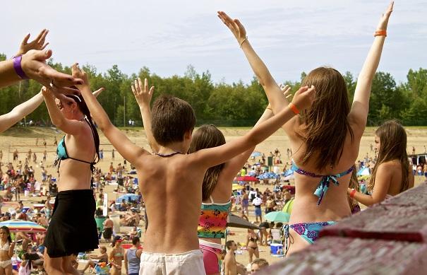 famille plage party et concours Photo courtoisie Tourisme_Suroit