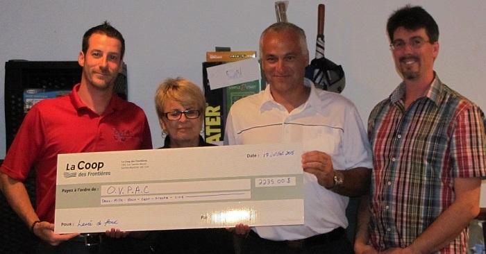 Coop des frontieres tournoi de golf 2015 remise cheque a OVPAC Photo Coop
