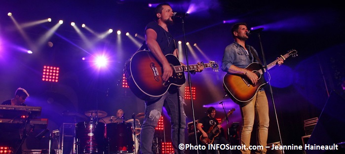 Marc_Dupre avec Jerome_Couture en spectacle Regates de Valleyfield Photo INFOSuroit-Jeannine_Haineault
