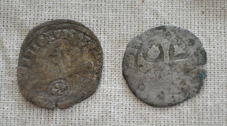 Pieces-de-monnaie-ecole-de-fouille-archeologie-ile-Saint_Bernard-photo-Adrian_Burke-publiee-par-INFOSuroit_com