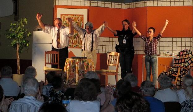 Theatre-Reveille_toi-Arthur-comediens-photo-courtoisie-publiee-par-INFOSuroit_com