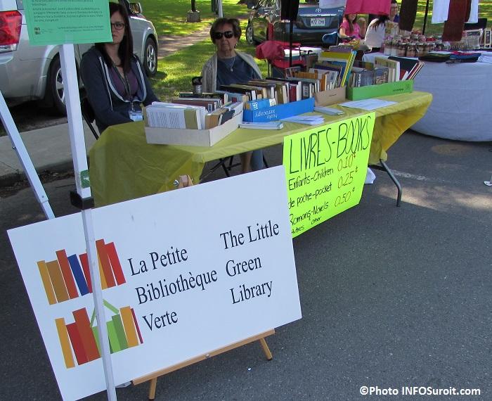 kiosque de La Petite Bibliotheque Verte au Marche Fermeir Huntingdon Photo INFOSuroit