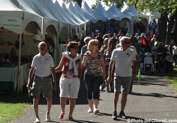 Ecomarche_de_l_ile edition 2013 visiteurs et kiosques Photo INFOSuroit_com