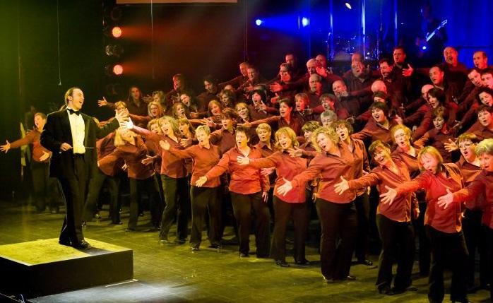 Ensemble-vocal-Les-Enchanteurs-choristes-photo-courtoisie-publiee-par-INFOSuroit_com