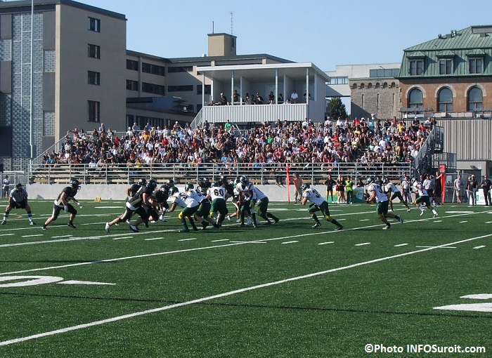 Football Noir_et_Or du College_de_Valleyfield en action Photo INFOSuroit_com