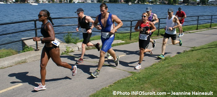 Triathlon-Valleyfield-athlete-course-a-pied-autour-de-la-baie-Photo-INFOSuroit_com-Jeannine_Haineault